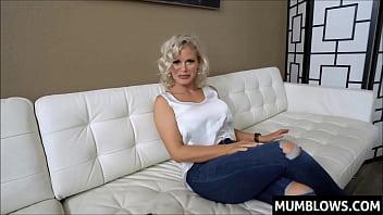 Мать хвалиться приличных размеров буфером и получает хуй в гладкую дырку