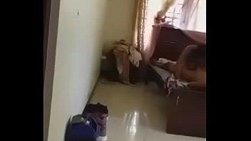 Паренек вдул своей девушке в анал и дал её подружке от лизать до камшота в рот