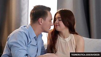 Упитанная мать занимается лесбийской сексом с доченькой карликом