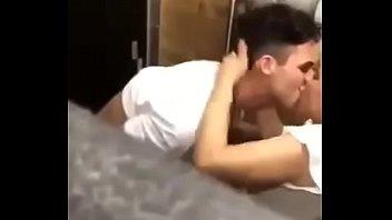 Девушка делает приятелю анилингус и насаживается анусом на его пенис