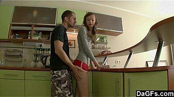 Две лесбиянки пытаются очередной фаллоимитатор в действии
